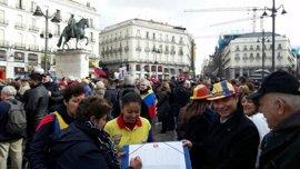 Colombianos residentes en el extranjero protestan por el coste de su pasaporte