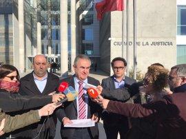 PSOE pide al presidente que demuestre en los tribunales las 16 denuncias archivadas contra su persona