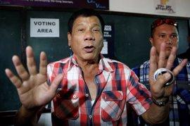 """Duterte llama """"idiota"""" a Gaviria por sus críticas a la guerra contra las drogas"""