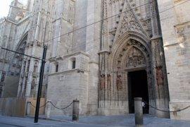 Detenidos cuatro jóvenes por robar una de las cadenas que rodean la Catedral de Sevilla