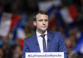 Macron se impondría a Le Pen en segunda vuelta con un 63% de votos, según un sondeo