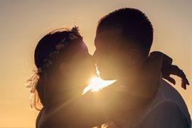 Un centro comercial organiza un concurso de besos para celebrar San Valentín