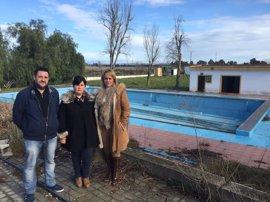 Supera.- La piscina municipal de Santiponce quedará reparada este verano con las obras del Plan Supera