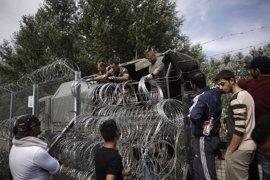 Hungría planea construir una segunda valla en la frontera sur