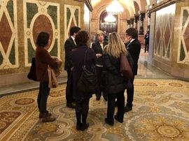 Puigdemont departe con Rigau en el Parlament tras la cuarta jornada del juicio por el 9N