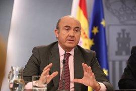 """Guindos dice que la economía española es """"vulnerable"""" y pide """"no quedar anestesiados"""" y continuar con reformas"""