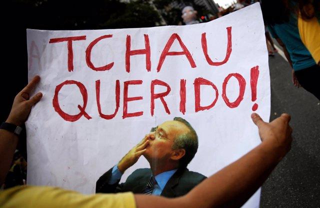 Pancarta contra el presidente del Senado de Braisl, Renan Calheiros