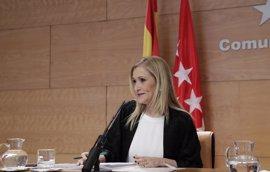 """Cifuentes no cree que el ser presidenta de la gestora sea """"inconveniente"""" para presentarse a presidir el PP de Madrid"""