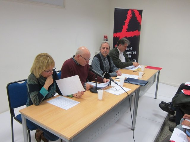 Els integrants d'Acord d'Esquerres T.Romeu; J.Ferrer i F.Mata