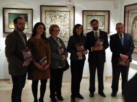 Rosa Aguilar presenta un libro dedicado a Ramón García Romero y al arte del guadamecí omeya en Córdoba