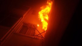 Extinguen un incendio en Valencia con tres personas atendidas por quemaduras