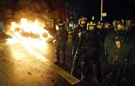 Disturbios entre policía y jóvenes en los suburbios de París