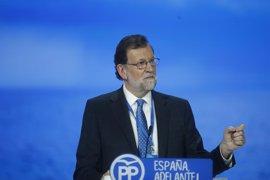 """Rajoy desea """"mucha suerte"""" a Pablo Iglesias y Santamaría le da la """"enhorabuena"""""""