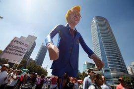 Miles de manifestantes protestan en México contra Trump y contra Peña Nieto
