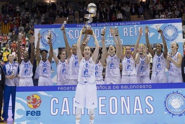 Silvia Domínguez devuelve la Copa al Perfumerías Avenida