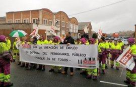 Trabajadores de los talleres de Renfe urgen el traslado y manifiestan escepticismo
