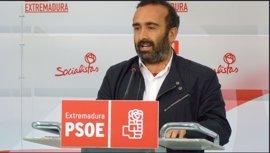 """El PSOE pide a los tres extremeños en la dirección nacional del PP que aprovechen """"para hacer algo por Extremadura"""""""