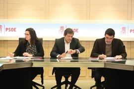 El presidente de la Gestora del PSOE llama a Rajoy e Iglesias para felicitarles por sus congresos