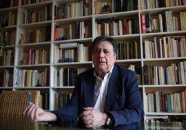 Luis Landero presenta en Sevilla su nueva novela 'La vida negociable' con el CAL