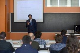 Unicaja muestra a alumnos de la Universidad Pablo de Olavide de Sevilla factores para impulsar la creación de empresas