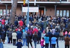 Medio millar de personas rechazan la violencia género con un minuto de silencio en Daimiel