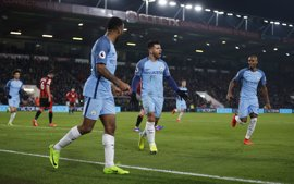 Sterling y Agüero guían al Manchester City en Bournemouth