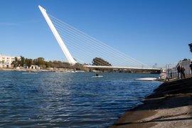 Un barco de la Armada con un sonar inspeccionará el Guadalquivir para buscar a Marta