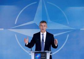 """Stoltenberg avisa que aumento del 3,8% del gasto en defensa en 2016 de los europeos y Canadá """"no es suficiente"""""""