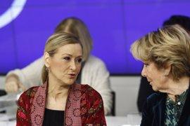 """Cifuentes defiende su labor para """"desatascar"""" el PP de Madrid tras la dimisión de Aguirre"""