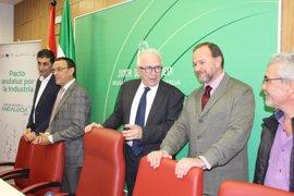 """La Junta destaca la base """"sólida"""" de la industria onubense y califica de """"estratégico"""" el proyecto CEUS"""
