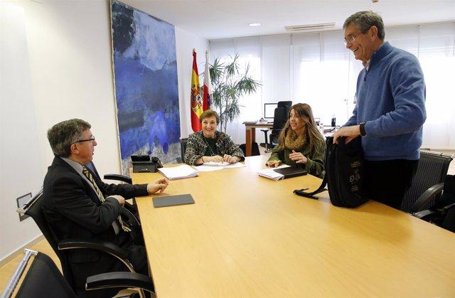 Despacho De La Consejera  La Consejera De Sanidad, María Luisa Real,  Recibe Al