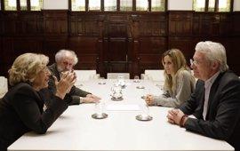 Carmena transmite a Richard Gere una invitación para que el Dalai Lama asista al Foro sobre las Violencias