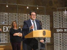 """Vergeles afirma que Extremadura """"peleará"""" para tener las vacunas que sean necesarias"""
