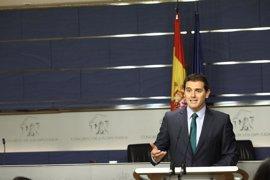 """Rivera quiere """"hacer piña"""" con Podemos para evitar que PP y PSOE limiten la investigación de las cajas"""