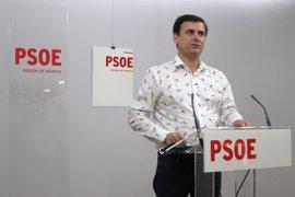 El PSOE pide al presidente de la Comunidad que cese a Martínez-Cachá
