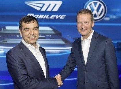 Volkswagen y Mobileye firman un acuerdo para trabajar en la conducción autónoma