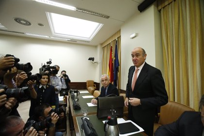 """Guindos """"respeta y apoya"""" al Banco de España y pide investigar a fondo el inicio de la crisis financiera"""