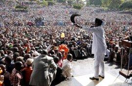 El líder opositor keniano Raila Odinga advierte de que unas elecciones fraudulentas provocarán protestas masivas