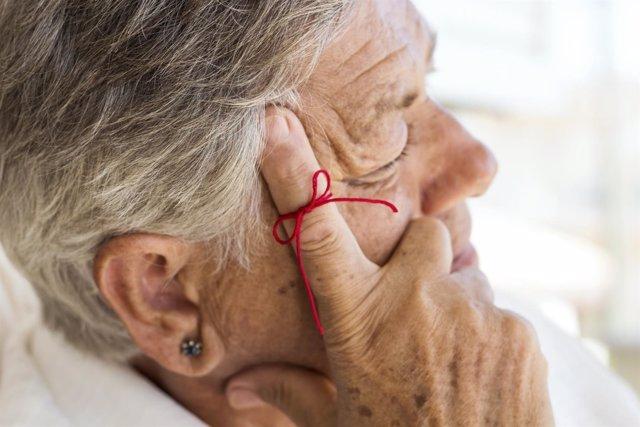 Alzheimer, memoria perdida, señora mayor