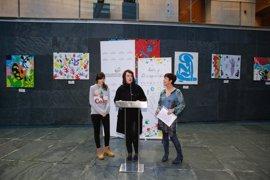 El Parlamento de Navarra exhibe una exposición de la fundación Atena