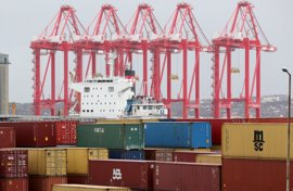 Empresarios y Gobierno canario esperan que Fomento y estibadores alcancen un acuerdo