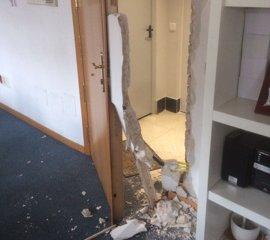 El PP denuncia el asalto a su sede en Getafe con importantes destrozos tras reventar la entrada