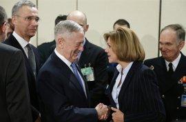 """Cospedal dice que no sorprendió la petición de EEUU de elevar el gasto en Defensa aunque quizá sí """"las formas"""""""