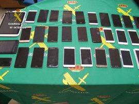 Dos detenidos en Cáceres por robar 31 teléfonos móviles y dos tablets en Asturias