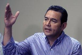 """El presidente de Guatemala asegura que le han llegado """"rumores"""" fundados sobre un posible golpe de Estado"""