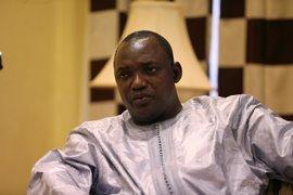Barrow defiende su reunión con antiguos altos cargos del Gobierno de Jamé