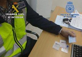 Desarticulada en Almería una trama de canje fraudulento de permisos de conducir extranjeros