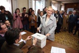 Cifuentes presenta 3.706 avales para presentar su candidatura a liderar el PP de Madrid