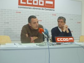 """CCOO y UGT se manifiestan por empleos y salarios """"dignos"""" y no descartan una huelga general"""
