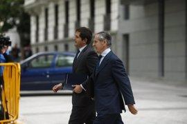 Blesa acude a la comisión sobre corrupción pero se acoge a su derecho a no declarar